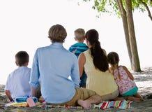 пристаньте семью к берегу Стоковые Фото