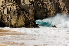 пристаньте точную белизну к берегу воды бирюзы песка Стоковое Фото