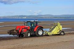 Пристаньте более чистый трактор к берегу Стоковое фото RF