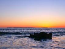 Пристаньте фотографию к берегу ландшафта, на побережье Сан-Диего южной Калифорнии, кристаллическая бухта, Санта-Барбара, острова  Стоковое фото RF