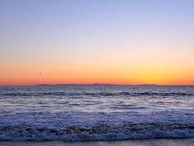 Пристаньте фотографию к берегу ландшафта, на побережье Сан-Диего южной Калифорнии, кристаллическая бухта, Санта-Барбара, острова  Стоковое Изображение