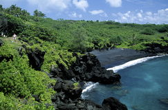 пристаньте черный песок к берегу maui Стоковые Фото