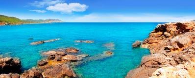 пристаньте pou к берегу marti lleo острова ibiza en des канала d стоковое фото rf