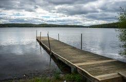 Пристань Артура озера деревянная стоковое изображение rf