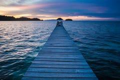 Пристань бунгала фото в пляже деревни Индонезии тропическом в острове Бали Океан Вест-Инди сезона лета романтичный взгляд Стоковое Изображение