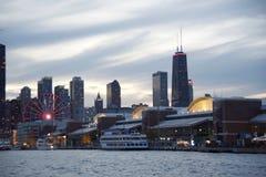 Пристань военно-морского флота на заходе солнца Чикаго, Иллинойсе стоковые фотографии rf