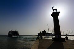 Пристань входа к гавани Mandraki на Родосе Стоковые Изображения RF