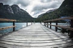Пристань в озере стоковые изображения rf
