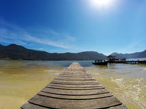 Пристань в Lagoa da Conceição в polis ³ Florianà - Санта-Катарина - Бразилии стоковое фото