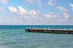 Пристань и карибское море стоковое изображение