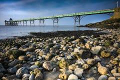 Пристань и пляж Clevedon в солнечном свете на Сомерсете плавают вдоль побережья Стоковые Фото