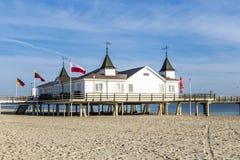 Пристань и пляж Ahlbeck на baltic стоковое изображение rf