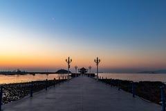 Пристань на восходе солнца, Qingdao Zhanqiao, Шаньдун, Китай стоковое изображение rf