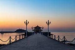 Пристань на восходе солнца, Qingdao Zhanqiao, Шаньдун, Китай стоковая фотография rf