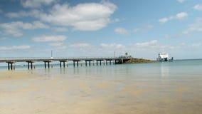 Пристань на мире на пляже сток-видео
