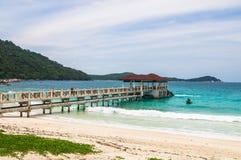Пристань на пляже на Pulau Perhentian, Малайзии Стоковая Фотография RF