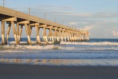 Пристань на пляже Wrightsville в Уилмингтоне, NC Стоковое Изображение RF