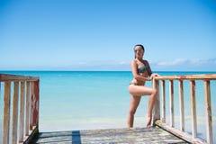 Пристань представления девушки на море в St. Johns, Антигуе Стоковое фото RF