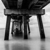 Пристань рыбной ловли на пляже Стоковые Изображения RF