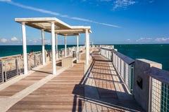 Пристань рыбной ловли на южном парке Pointe в Miami Beach, Флориде стоковое изображение rf