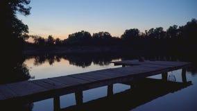 Пристань рыболовства на ноче видеоматериал