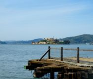 Пристань смотря на Alcatraz Стоковая Фотография