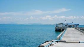 Пристань шлюпки, тропическое море, горизонт стоковые изображения rf