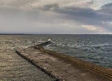Пристань Burghead в весьма полной воде. Стоковые Изображения RF