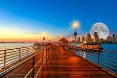 Пристань Coronado с полнолунием стоковые фотографии rf