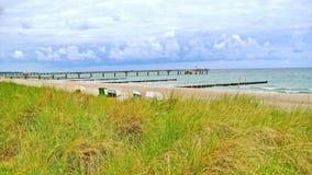 Пристань Kuehlungsborn с шезлонгами стоковая фотография rf