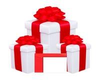 Присутствующая коробка с красным смычком и поздравительная открытка изолированная на белизне Стоковые Изображения
