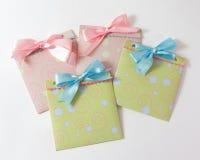 Присутствующие конверты для младенца стоковая фотография rf