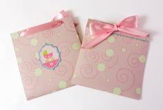 Присутствующие конверты для ребёнка стоковое фото rf