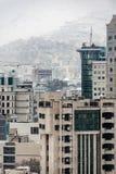 Присутствующие конкретные и стеклянные здания стоковые фото