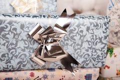 Присутствующие коробки на поле Стоковые Фото
