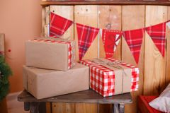 Присутствующие коробки под елью Стоковое Изображение