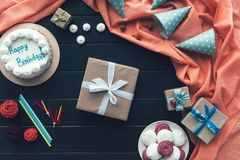 Присутствующие крышки коробки и дня рождения Стоковые Фотографии RF