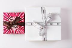 2 присутствующих подарочной коробки Стоковые Фотографии RF