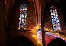 приходя стеклянный покрашенный свет Стоковая Фотография