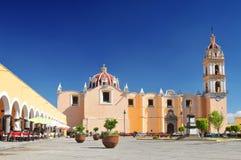 Приход церков San Pedro на главной площади города Cholula, Мексики стоковое изображение