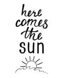 приходит здесь солнце Вдохновляющая цитата о лете Стоковая Фотография