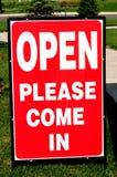 приходит дом открытая пожалуйста подписывает Стоковое Фото