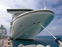 Причаленное туристическое судно стоковое фото