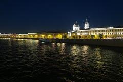 причаленный взгляд корабля порта ночи стоковая фотография