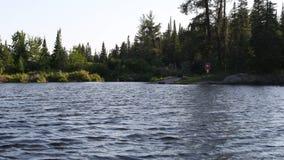 Причаливая место для лагеря плавучего дома сток-видео