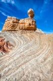 Причаливая сбалансированное национального монумента скал утеса карманн AZ Vermillion белое стоковое фото
