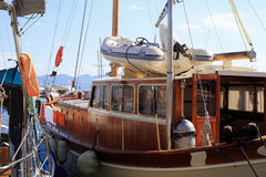 Причаленная деревянная яхта Стоковая Фотография