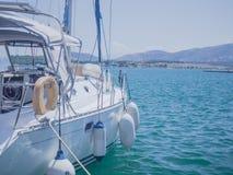 Причаленная шлюпка, в Средиземном море Стоковая Фотография