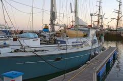 причаленная яхта стоковая фотография