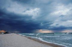 Причаливая шторм на пляже Senigallia Стоковая Фотография RF